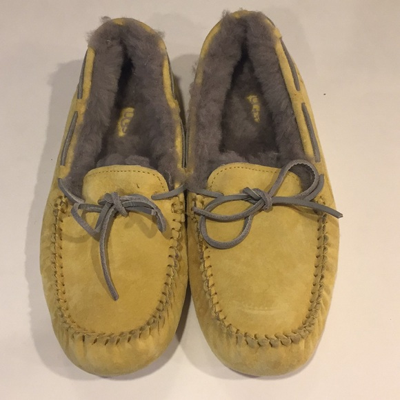 eb5365fb862b UGG Dakota Slippers Nordstrom Exclusive READ. M 5c1653d8bb761593c560659d